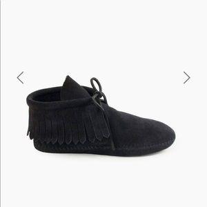 Minnetonka boots size 10